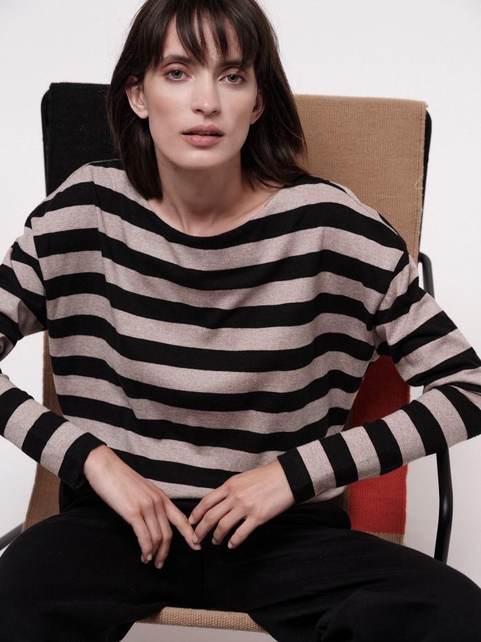 Bat shirt with stripes
