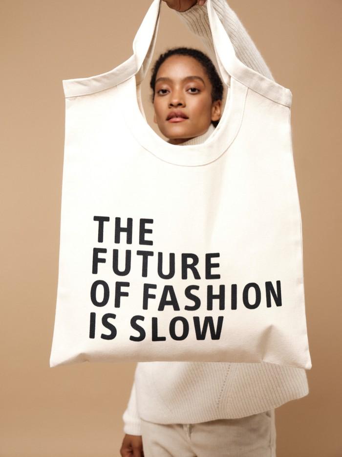 Tasche mit Statement The Future of Fashion is slow
