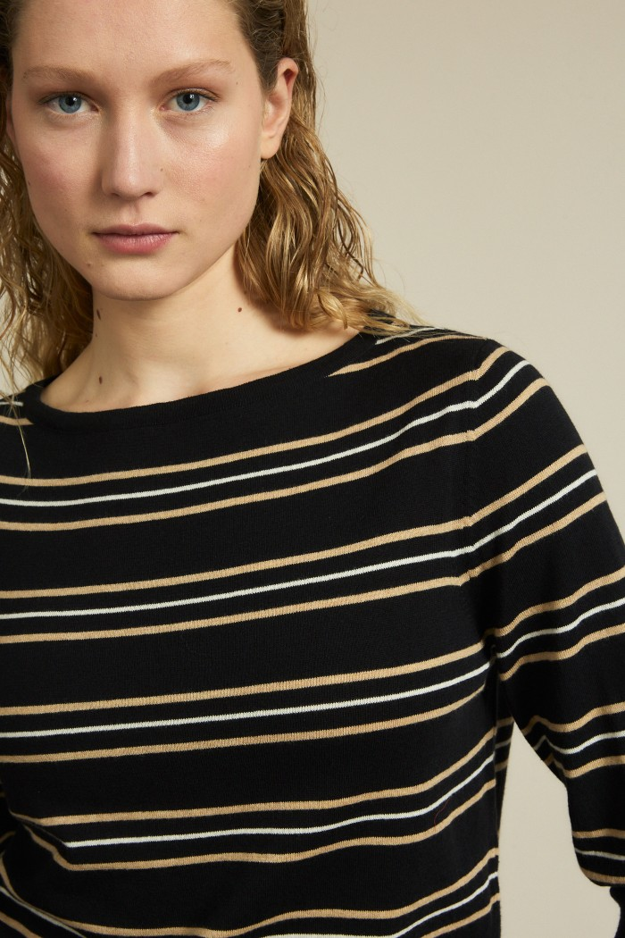 Stripe short sleeve sweater