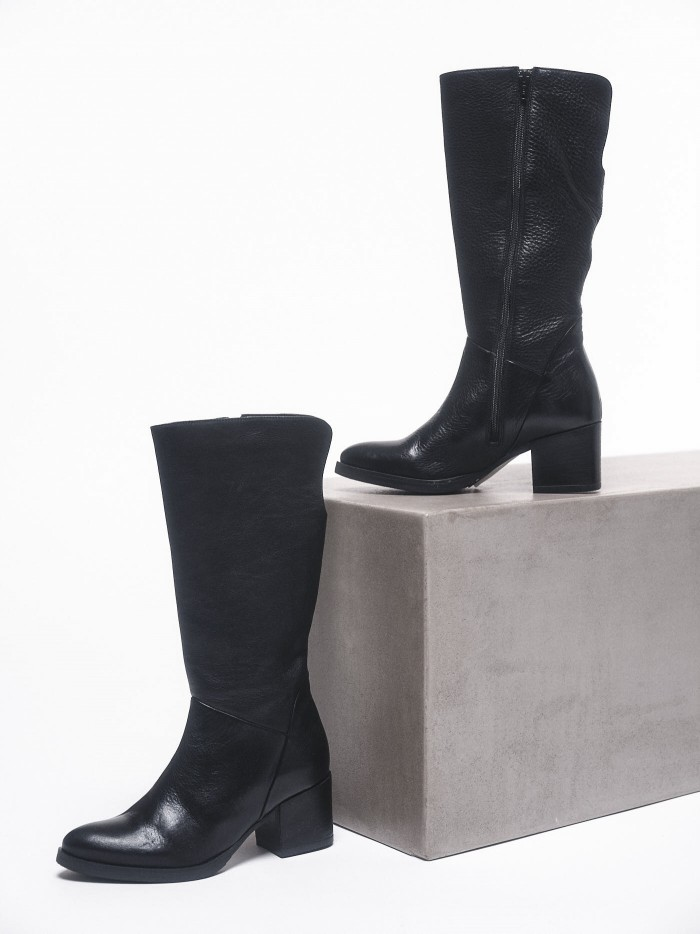 Heeled boots made from vegetable tanned leather