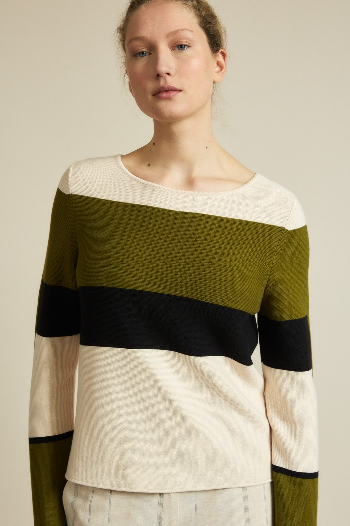 Sweater with color block