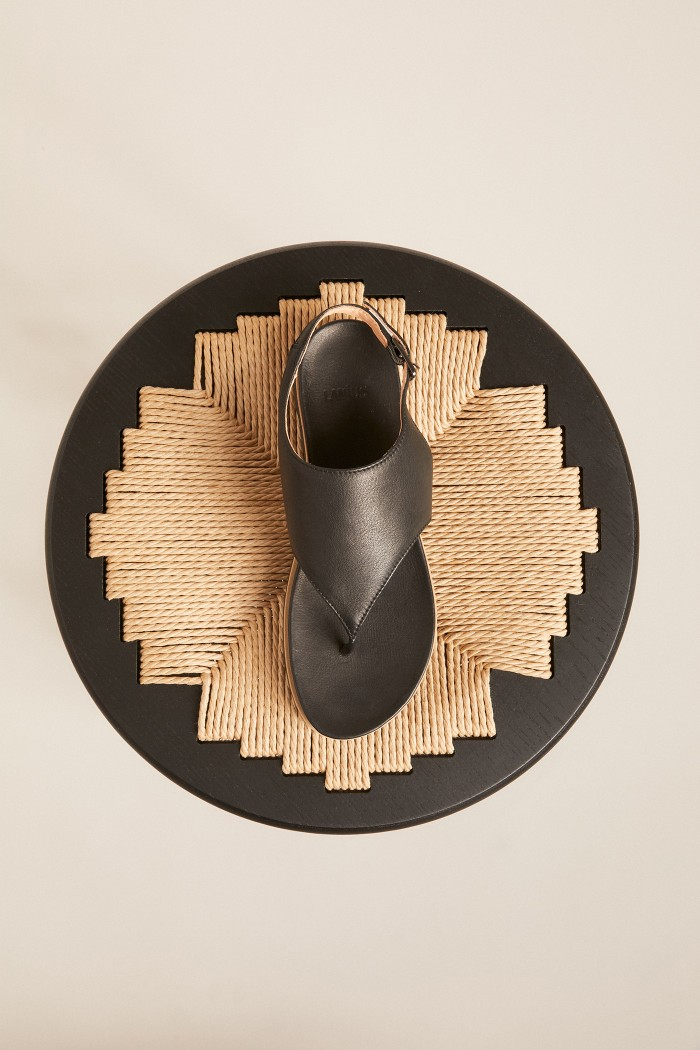TOE-SANDAL made of leather
