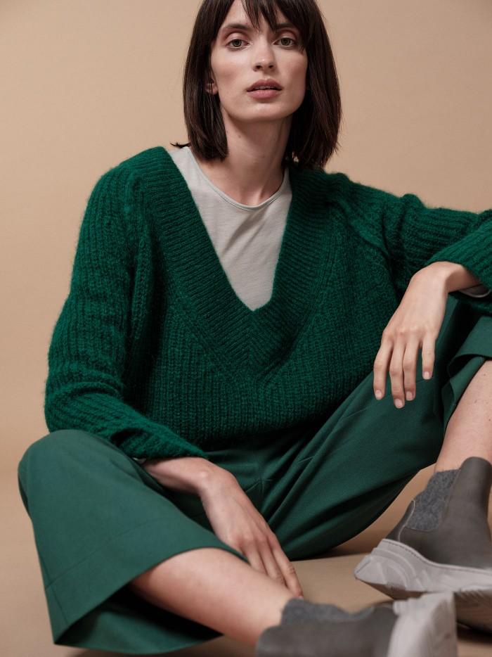 Hochwertiger Pullover mit V-Ausschnitt aus Alpakawolle