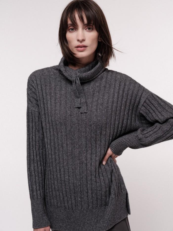 Extra langer Pullover mit Tunnelzug