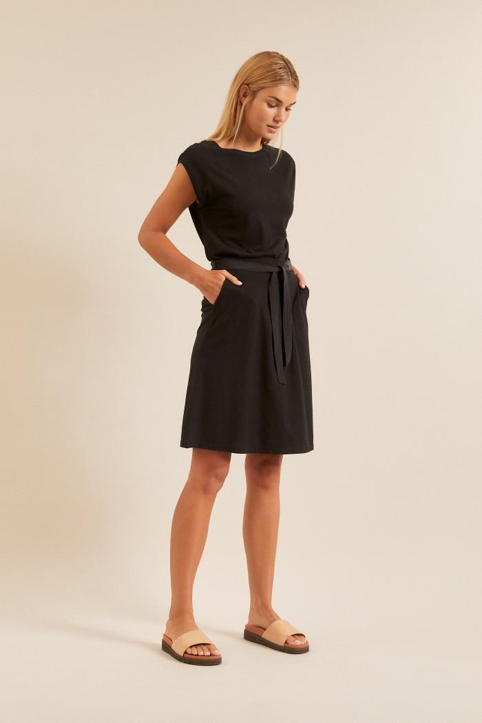 Skirt with silk belt