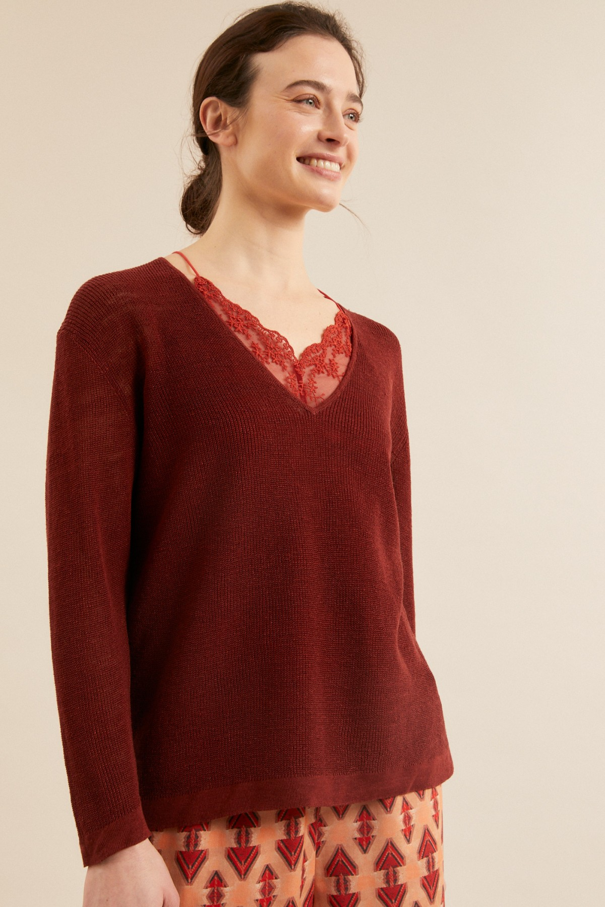 PULLOVER with V-neck made of hemp