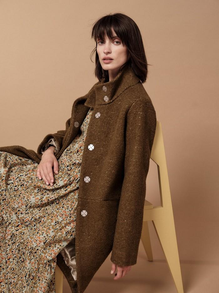 Eggshape loose coat in organic virgin wool